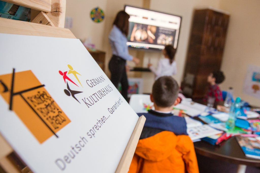 copii invata germana la scoala de vara kinder kulturhaus